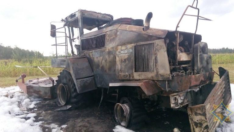 Два комбайна сгорели при уборке кукурузы в Брестской области