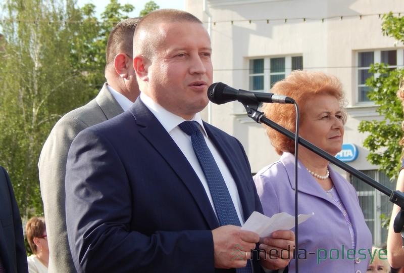 Андрей Александрович отметил, что перед выпускниками открываются все дороги
