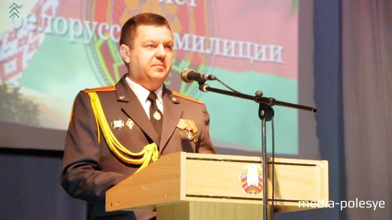 Начальник Столинского РОВД Вячеслав Филипчик поздравляет всех с праздником