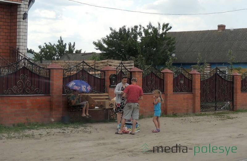 Первые помидоры продают в Ольшанах