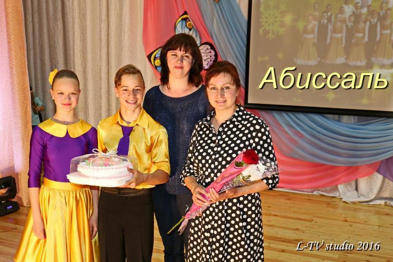 Валентина Бодак с воспитанниками и Ирина Жук