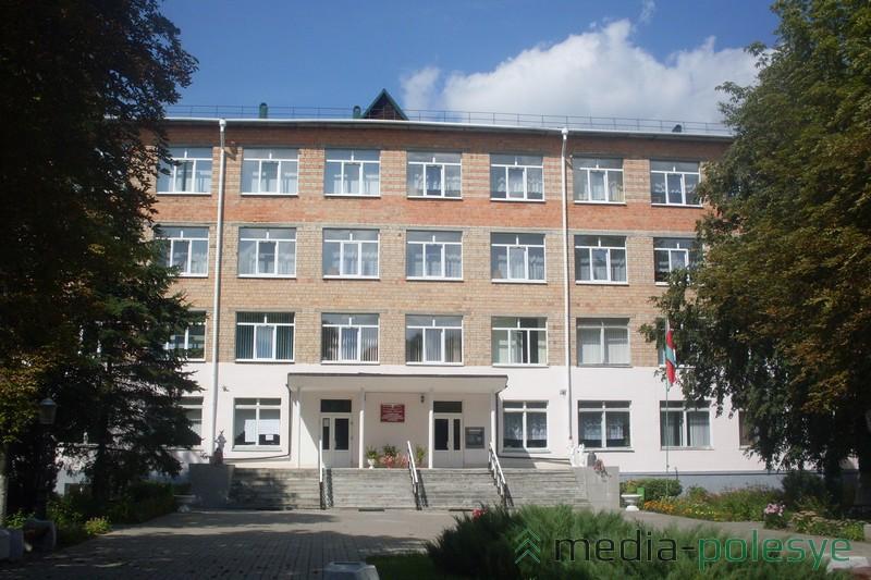 Главный корпус УО  «Столинский государственный   аграрно-экономический колледж»