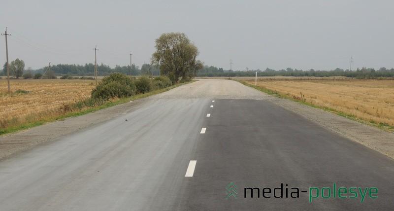 Участок дороги между Радчицком и Рухчей, где «гравийку» заменили на асфальтобетонное покрытие