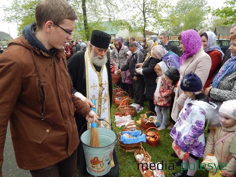 Освящение куличей в Лунинецком Свято-Крестовоздвиженском храме