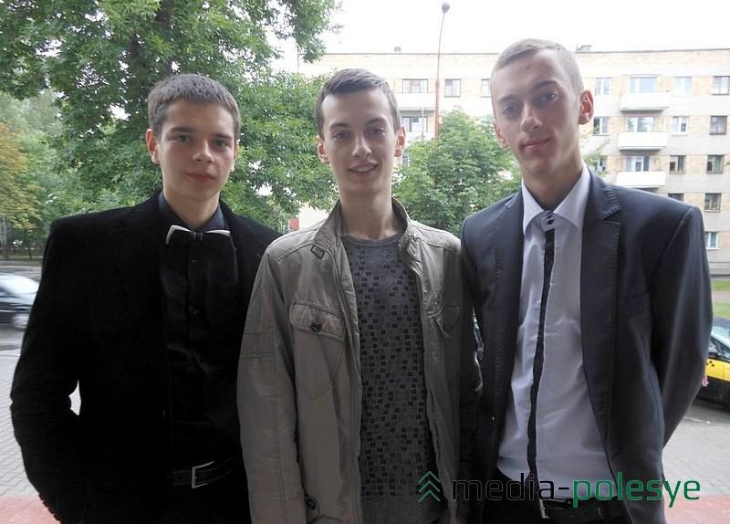 Братья Женя и Олег (справа)