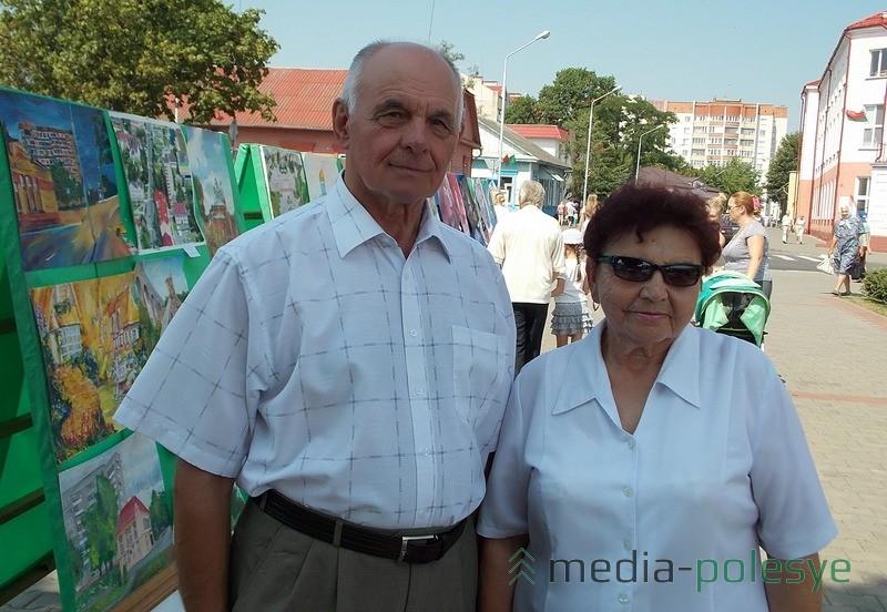 Лунинчане гуляли семьями. На фото – Иосиф Матвеевич и Нина Яковлевна Романовские
