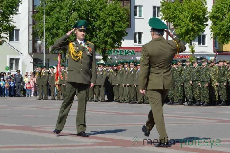 Начинается военный парад