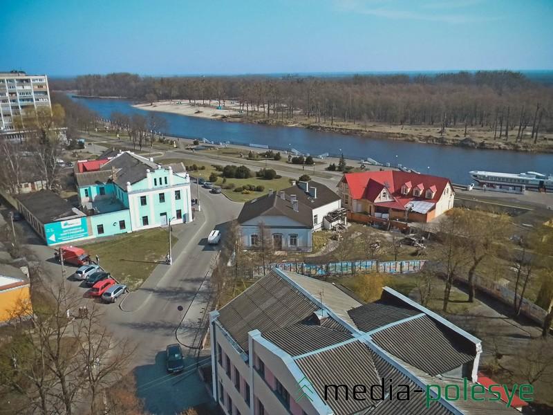 Вид на пинскую набережную и городской пляж
