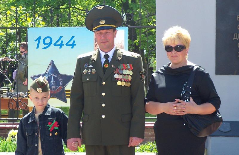 С супругой Людмилой и сыном Владиславом. Фото из личного архива Вл. Семенюка