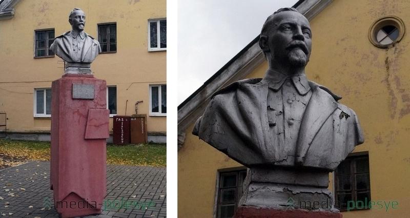 Бюст революционеру и создателю ЧК Феликсу Дзержинскому стоит на улице Кирова напротив здания пинской милиции. На День милиции к нему возлагают цветы