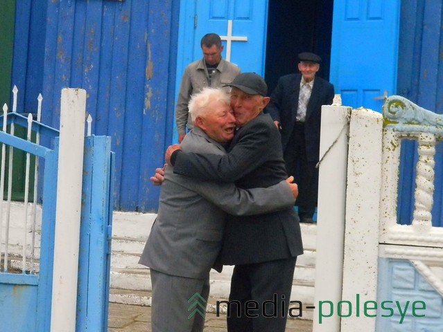 Николаи поздравляют друг друга с праздником