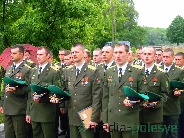 Младшие офицеры чтут память погибших защитников