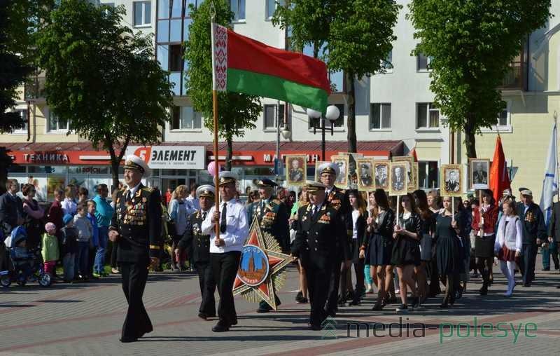 Колонна ветеранов вооружённых сил