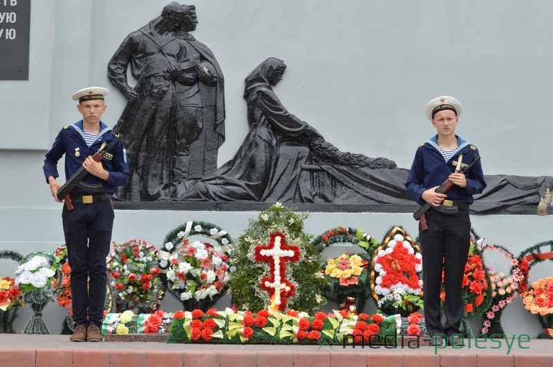В почётном карауле курсанты пинского клуба «Полесские гардемарины»