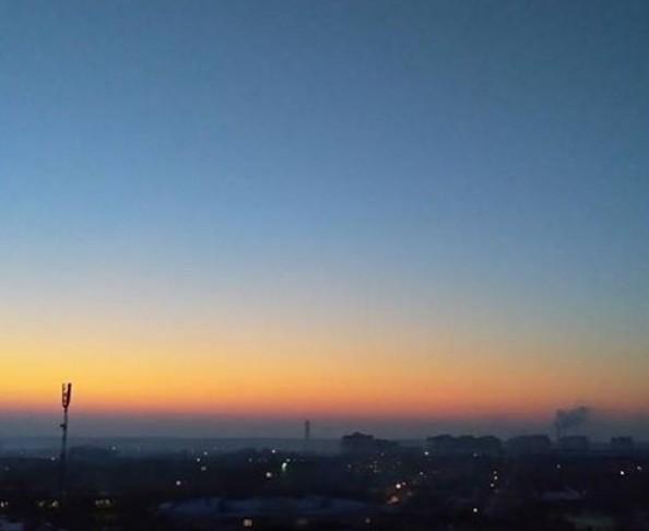 #sunrise_sunset_aroundworld #sunset #sun #sky #fog #mist #horizon