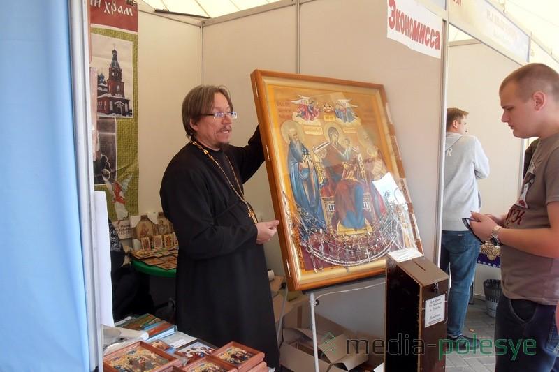Священник объясняет чудодейственность иконы =Экономисса=