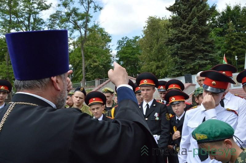 Отец Сергий призывает молодёжь немного потерпеть тяжёлую погоду, ведь эти невзгоды ничто,  по сравнению с тягостями, которые переживают солдаты