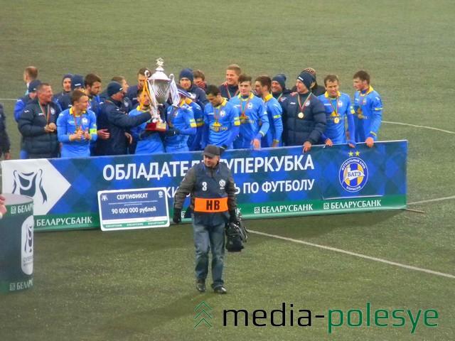 Победителям председатель Белорусской федерации футбола Сергей Румас вручил медали, Кубок и сертификат на 90 миллионов рублей.