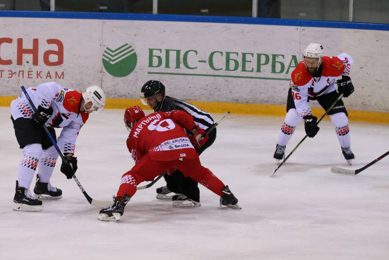 Вбрасывание. Фото hockey.by