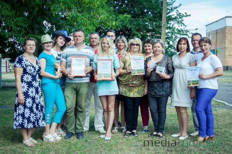 Столинские юмористы перед отъездом с областного праздника юмора