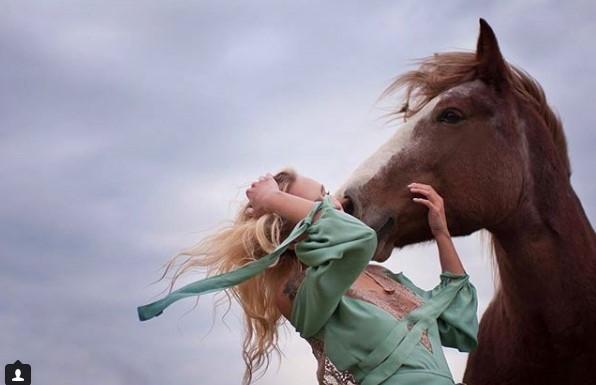 #милота #лошадь #небо #нежность #поцелуй #девушка #красота