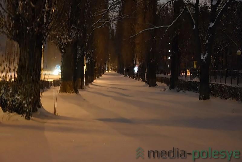 На улице 60 лет Октября к очистке тротуаров ещё не приступали