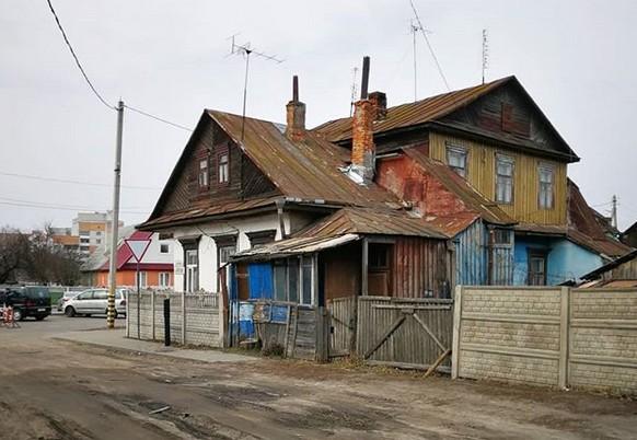 - Видно, что одни построили, вторые ДОстроили, третий кто-то ПРИсроил... - прокомментировала toma1pashkevich.17