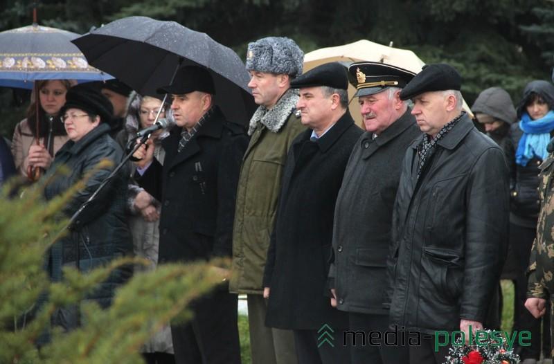 Представители историко-патриотического клуба «Поиск» из Пинска специально приехали, чтобы почтить память погибших солдат