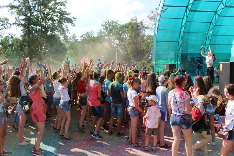 Хорошее настроение создавали гости из Бреста. Фото со странички группы =Молодёжь Столинщины= в соцсети Вконтакте
