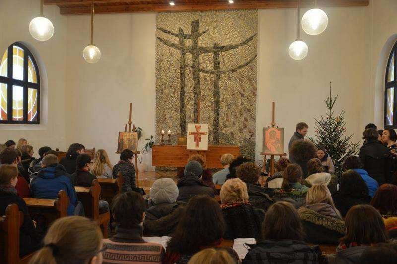 Молитва паломников в протестантском храме