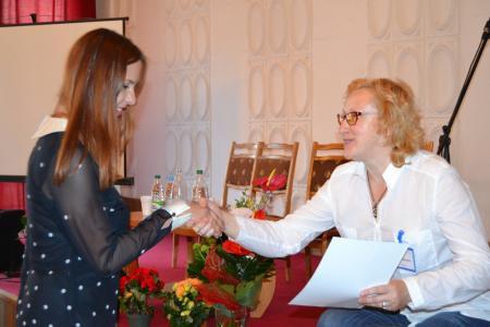 Надежда Авсиевич (справа) на мероприятии своей организации
