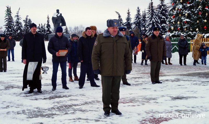 Начальник Пинского ГРОЧС Вячеслав Лозюк поздравляет коллег с праздником