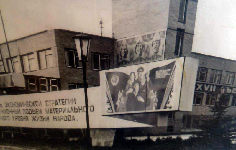 Завод «Камертон» в советские времена выпускал электронные часы, электронное оборудование и кремниевые пластины для электронной промышленности