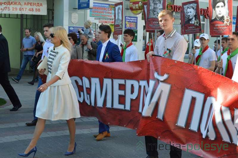 Бессмертный полк в Пинске 9 мая 2016 год