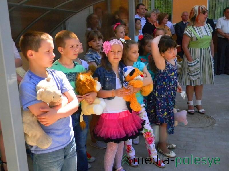 В открытии участвовали детские творческие коллективы