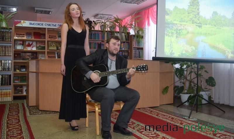 Исполняется белорусская народная песня «Чаму не прыйшоў, як месяц узышоў»