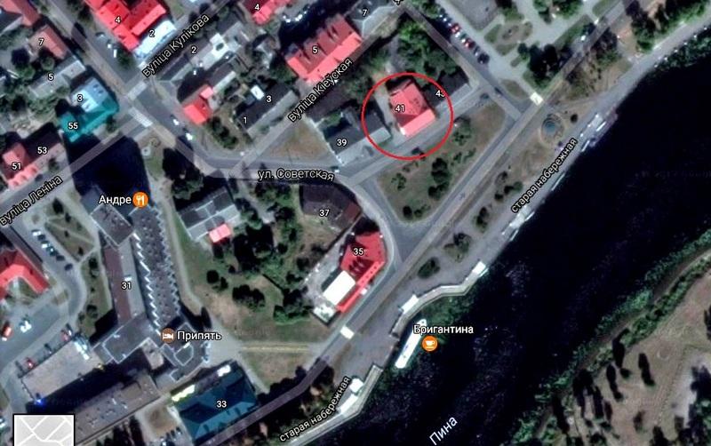 В здании напротив городской набережной располагаются нотариусы. Использованы гугл-карты