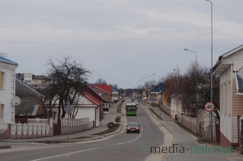 Улица Советская (в направлении Давид-Городка от площади Комсомольской)