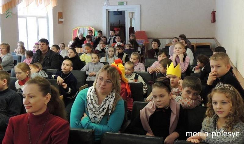 Среди зрителей были не только сами дети и их педагоги, но и некоторые из родителей юных артистов