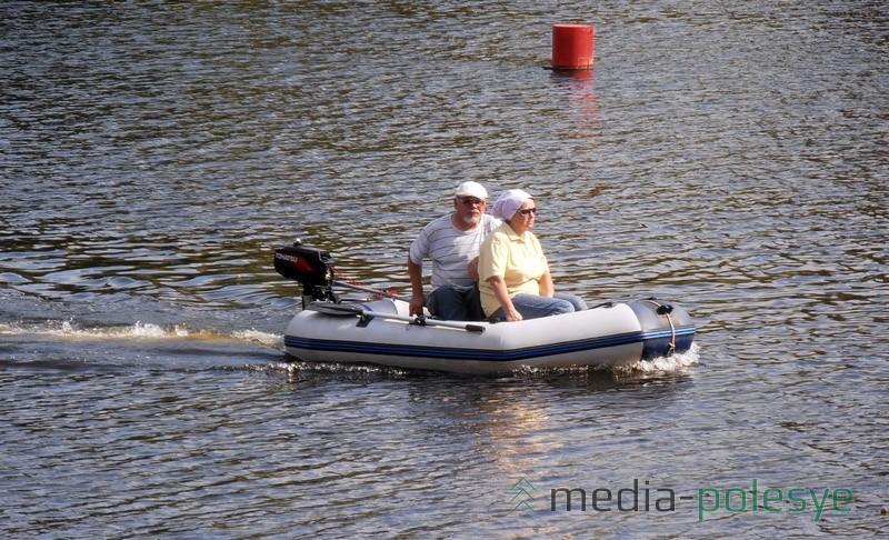 С женой на рыбалку на резиновой лодке