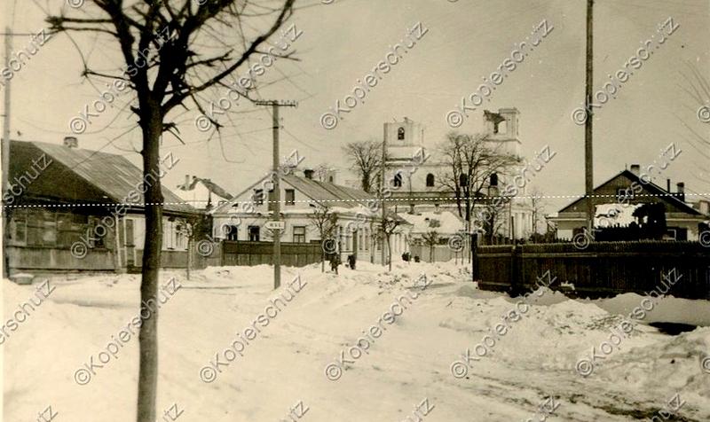 Вид с улицы Горького на Доминиканский костёл (разрушен в 1949 году)