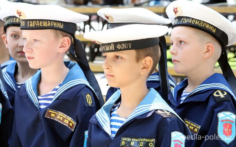 Продолжателями флотских традиций в Пинске сегодня является клуб «Полесские гардемарины»