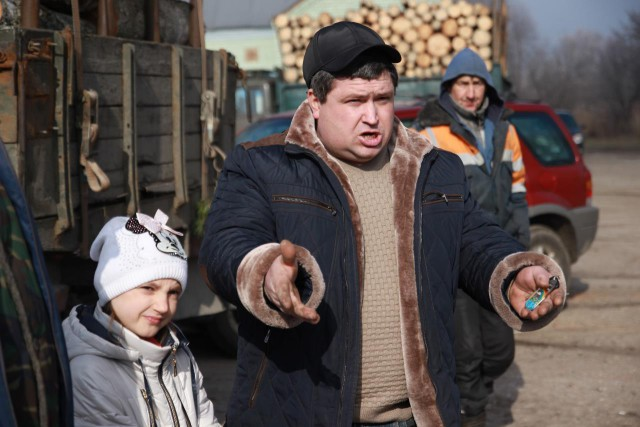Житель Высокого Николай – тепличник. С дохода, получаемого от работы в теплице, живёт его семья