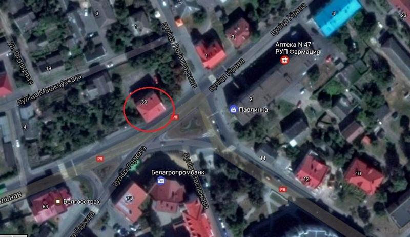В здании, напротив площади Кирова, находятся судебные исполнители. Использованы гугл-карты