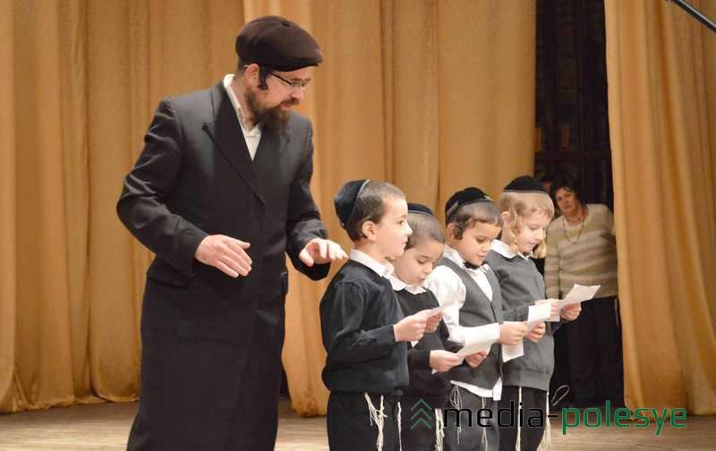Стихи и песни воспитанников младших классов еврейской школы в Пинске