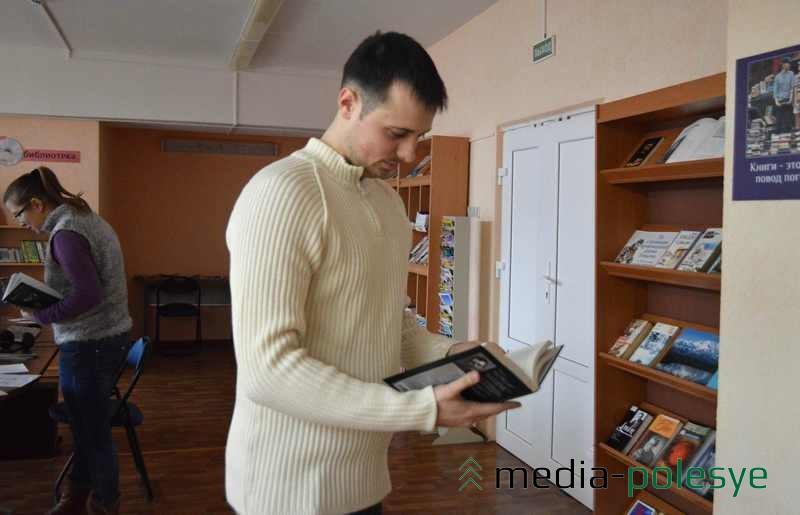 Посетители центра могут читать книги, смотреть фильмы, искать информацию в интернете