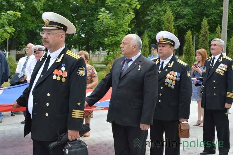 На мероприятие приехали гости из России, среди них были военные,  получившие награду «Герой Российской федерации»