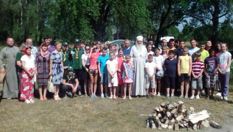 Участники православного слёта в Луке вместе с архиепископом Пинским и Лунинецким Стефаном