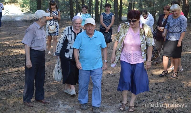 Каждый приезд Мишу Южука сопровождают представители местных властей, члены еврейской общины и просто неравнодушные люди. Фото из архива МП, 2015 год