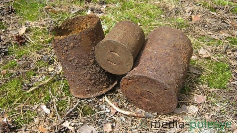 Снаряды лежали на небольшой глубине (25-30см)